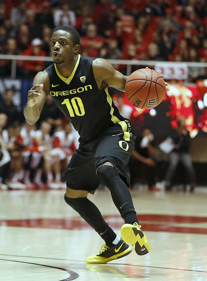 Speedy guard Johnathan Loyd, listed at 5-foot-8, helps the Ducks average 89.4 points per game. Photo: George Frey, Associated Press