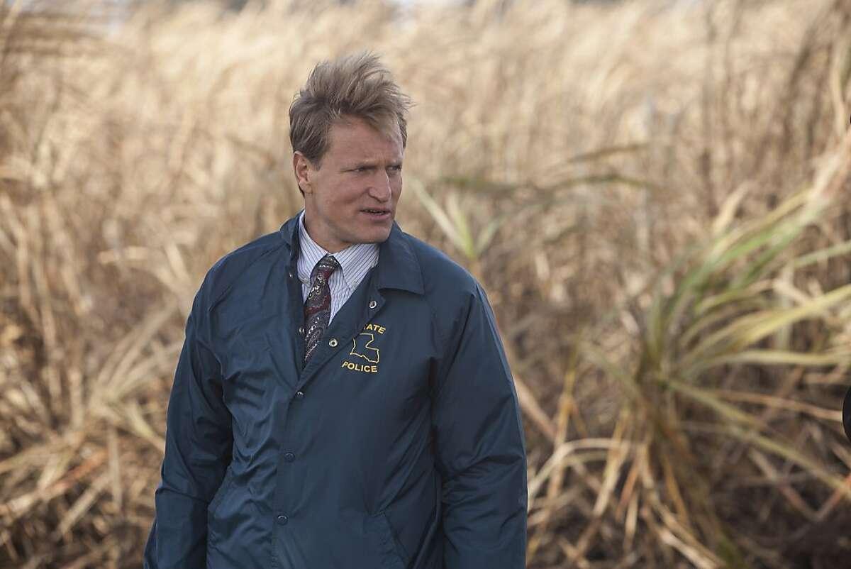 TRUE DETECTIVE episode 1: Woody Harrelson. photo: James Bridges SCENE 1.4 / Exterior Sugarcane Field - Crime Scene (1995) - Marty and Cohle arrive at the body. / Photo: Jim Bridges/HBO HBO's