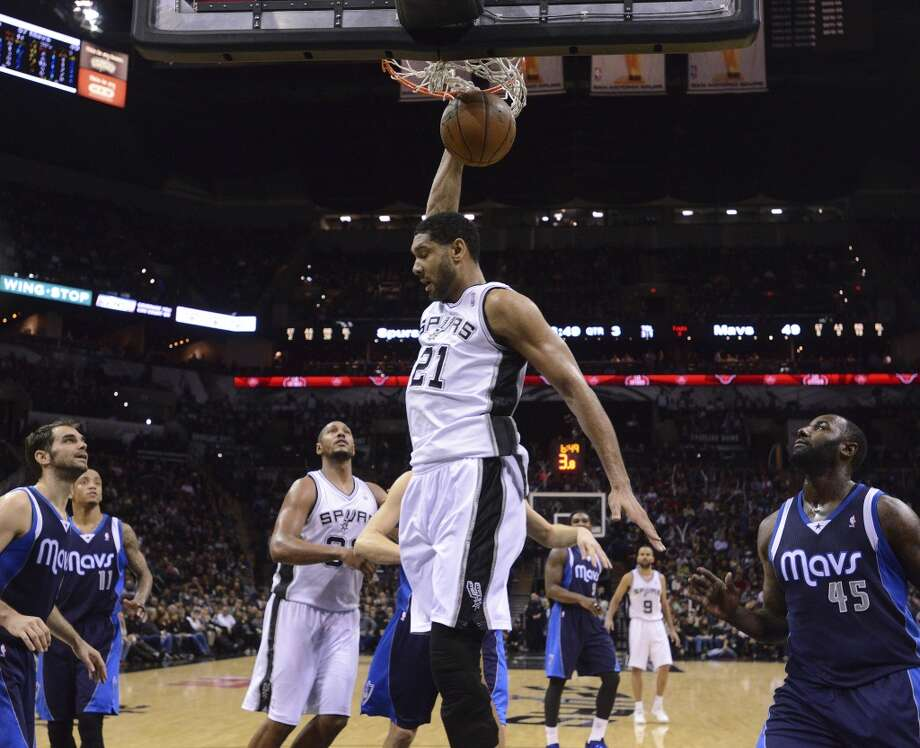 The San Antonio Spurs' Tim Duncan dunks against the Dallas Mavericks during second-half NBA action at the AT&T Center on Wednesday, Jan. 8, 2014. Photo: Billy Calzada, San Antonio Express-News