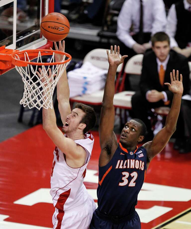 Wisconsin's Frank Kaminsky shoots against Illinois' Nnanna Egwu during the first half of an NCAA college basketball game Wednesday, Jan. 8, 2014, in Madison, Wis. Egwu fouled Kaminsky on the play. (AP Photo/Andy Manis) ORG XMIT: WIAM104 Photo: Andy Manis / FR19153 AP