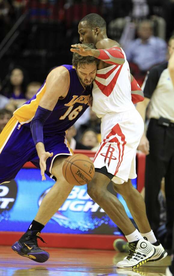 Lakers center Pau Gasol (16) runs into Rockets power forward Dwight Howard (12). Photo: Karen Warren, Houston Chronicle