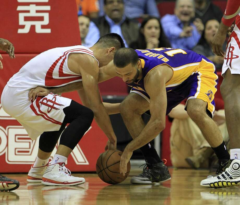 Rockets point guard Jeremy Lin (7) scrambles for a loose ball with Lakers point guard Kendall Marshall. Photo: Karen Warren, Houston Chronicle