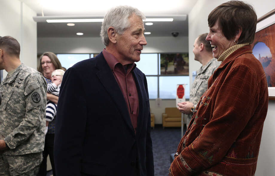 Chuck Hagel talks with retired Army Col. Rebecca Hooper, program manager for the Center for the Intrepid, after the secretary of defense spoke to soldiers, veterans and staff at the center. Photo: Photos By Lisa Krantz / San Antonio Express-News / SAN ANTONIO EXPRESS-NEWS