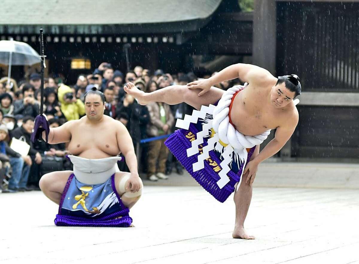 Sumo Grand Champion Harumafuji Kohei (R) performs
