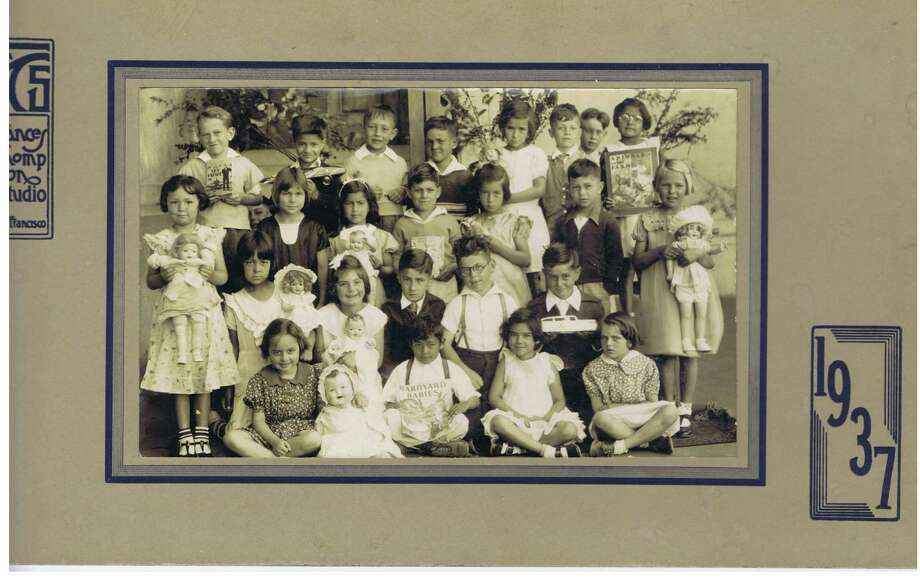 Frances Thompson studios class photo from 1937. From the collection of Bob Bragman Photo: From The Collection Of Bob Bragman