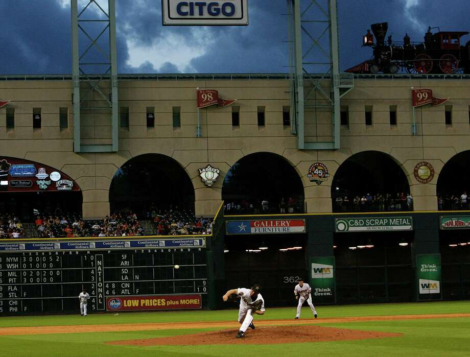 Fans at a May 2010 game enjoy the Minute Maid roof being open, and that option may return next season. Photo: Johnny Hanson, Staff / Houston Chronicle