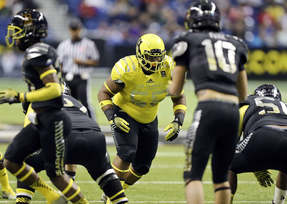 Trey Lealaimatafao (middle, in yellow), a U.S. Army All-American, has picked up hundreds of Twitter followers after reopening his recruitment. Photo: Edward A. Ornelas / San Antonio Express-News / © 2014 San Antonio Express-News