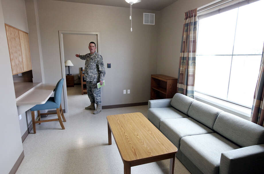 Army Maj. Marc Statham shows the Warrior Transition Battalion's Liberty Barracks at Fort Sam, where more than 400 wounded soldiers are being treated. Photo: Edward A. Ornelas / San Antonio Express-News / © SAN ANTONIO EXPRESS-NEWS (NFS)