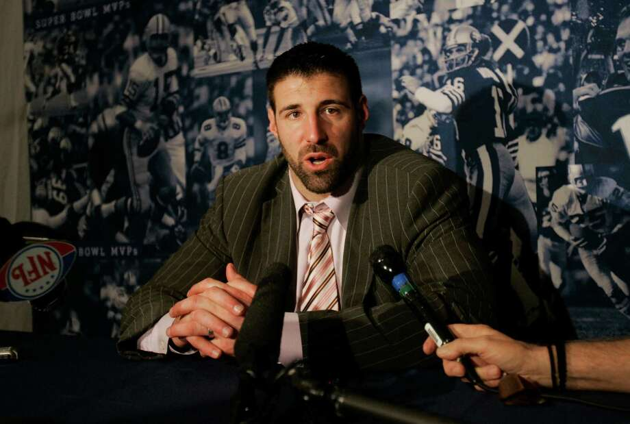 Mike Vrabel joined the Patriots in 2001 and was a part of three Super Bowl championship teams in his first four years with the franchise. Photo: Stephan Savoia, STF / AP