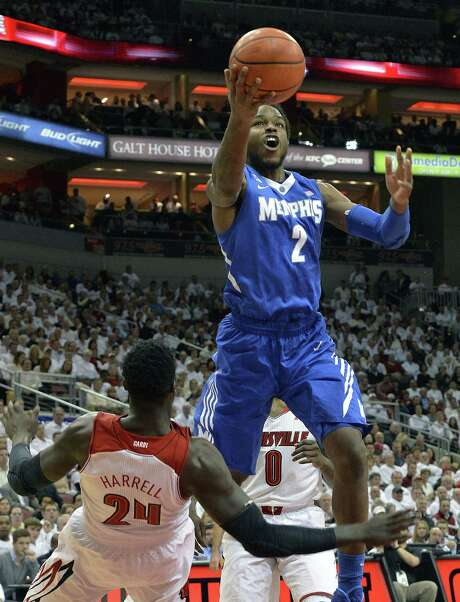 Memphis' Shaq Goodwin (right), shooting over Louisville's Montrezl Harrell, scored 15 points Thursday. Photo: Timothy D. Easley / Associated Press / FR43398 AP
