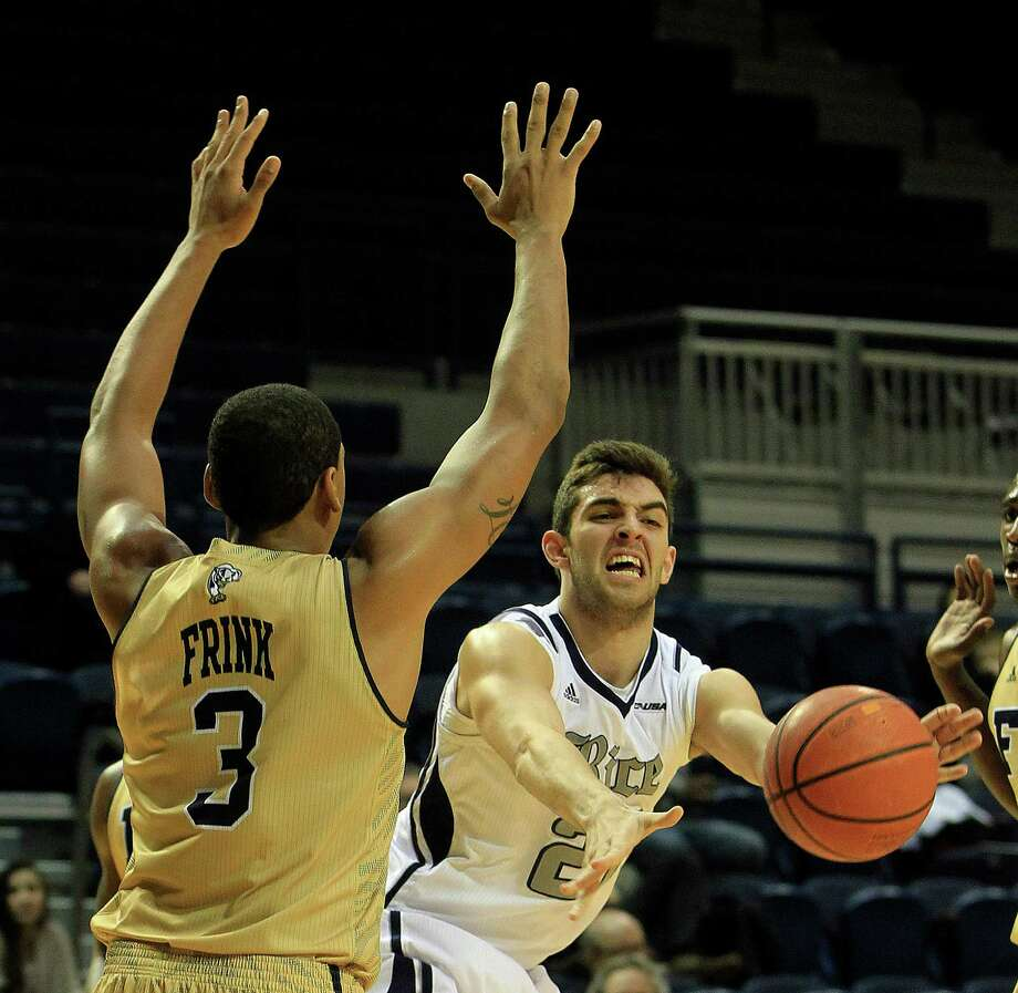 Rice guard Drew Bender, right, finds a way around the defense of Florida International's Jerome Frink in Thursday night's Conference USA opener at Tudor Fieldhouse. Bender scored eight points off the bench. Photo: Karen Warren, Staff / © 2013 Houston Chronicle