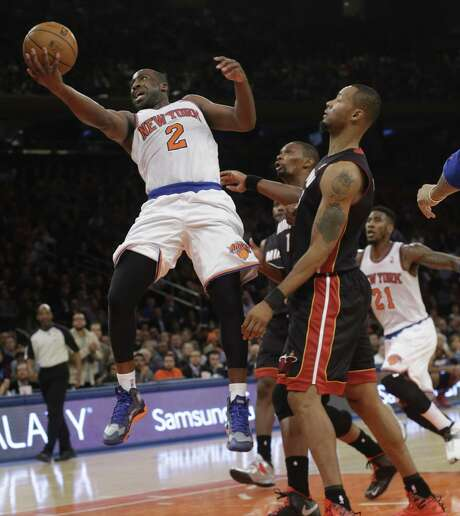 Raymond Felton (2), driving through the Miami defense, had 13 points and 14 assists for the Knicks. Photo: Frank Franklin II / Associated Press / AP