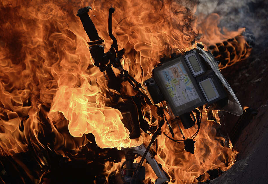 Portuguese Paulo Goncalves' Honda burns during the Stage 5 of the Dakar 2014 between Chilecito and Tucuman, Argentina, on January 09, 2014. Photo: FRANCK FIFE, AFP/Getty Images / 2014 AFP