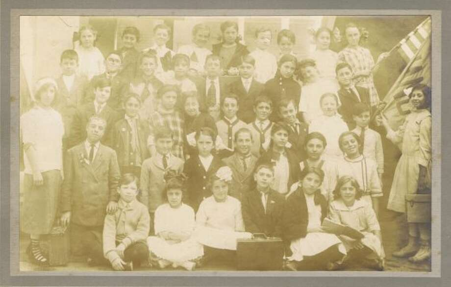 Frances Thompson studios class photo from 1913. From the collection of Bob Bragman