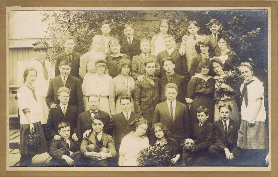 Frances Thompson studios class photo from 1914. From the collection of Bob Bragman