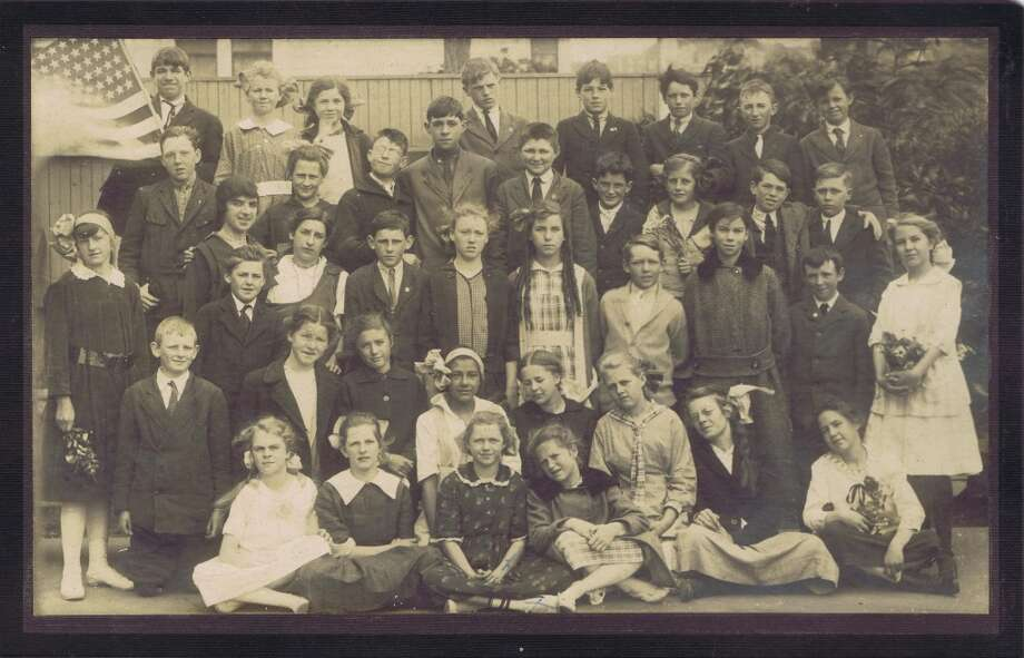 Frances Thompson studios class photo from 1917. From the collection of Bob Bragman