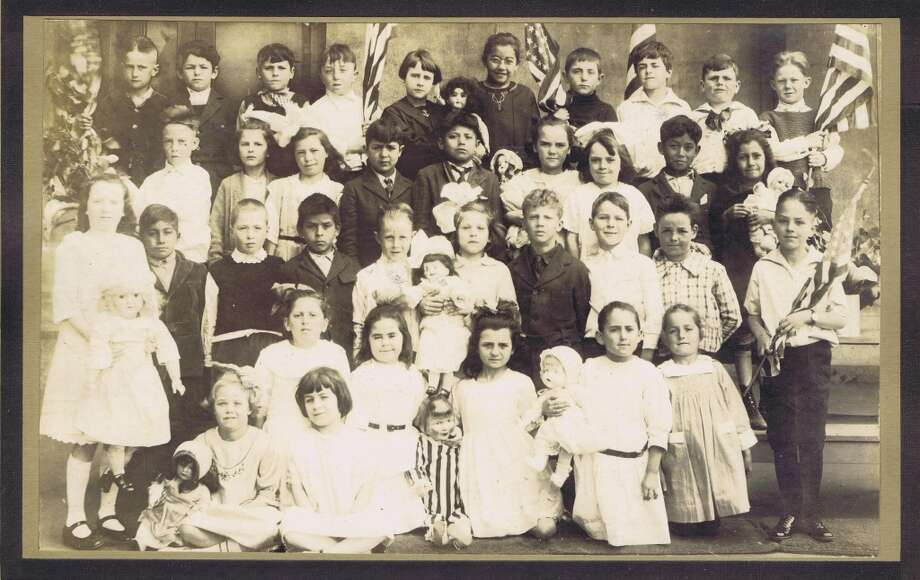 Frances Thompson studios class photo from 1922. From the collection of Bob Bragman