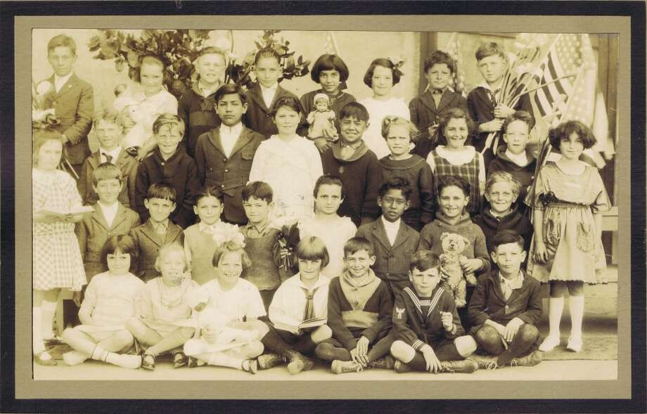 Frances Thompson studios class photo from 1923. From the collection of Bob Bragman