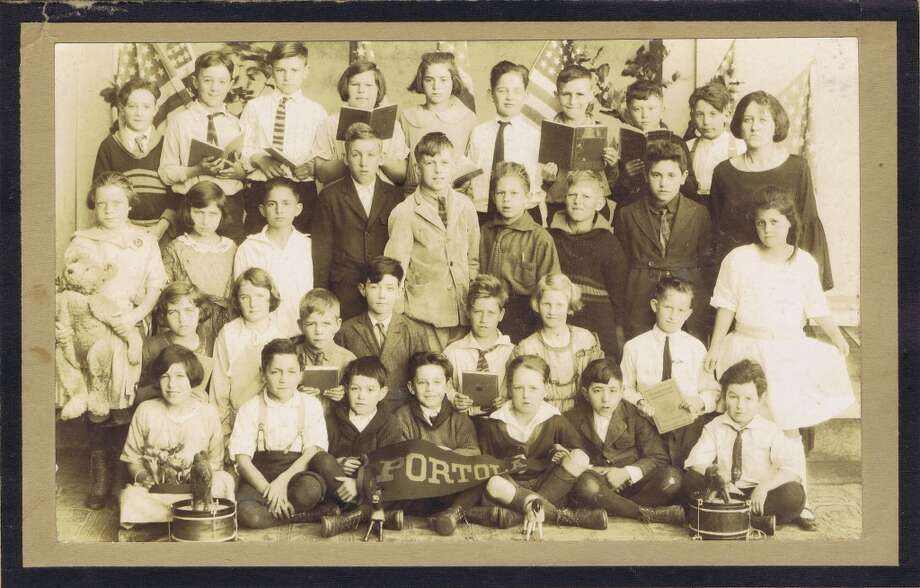Frances Thompson studios class photo from 1924. From the collection of Bob Bragman