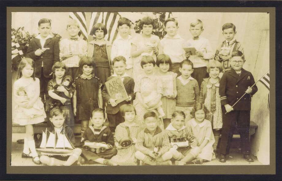 Frances Thompson studios class photo from 1927. From the collection of Bob Bragman
