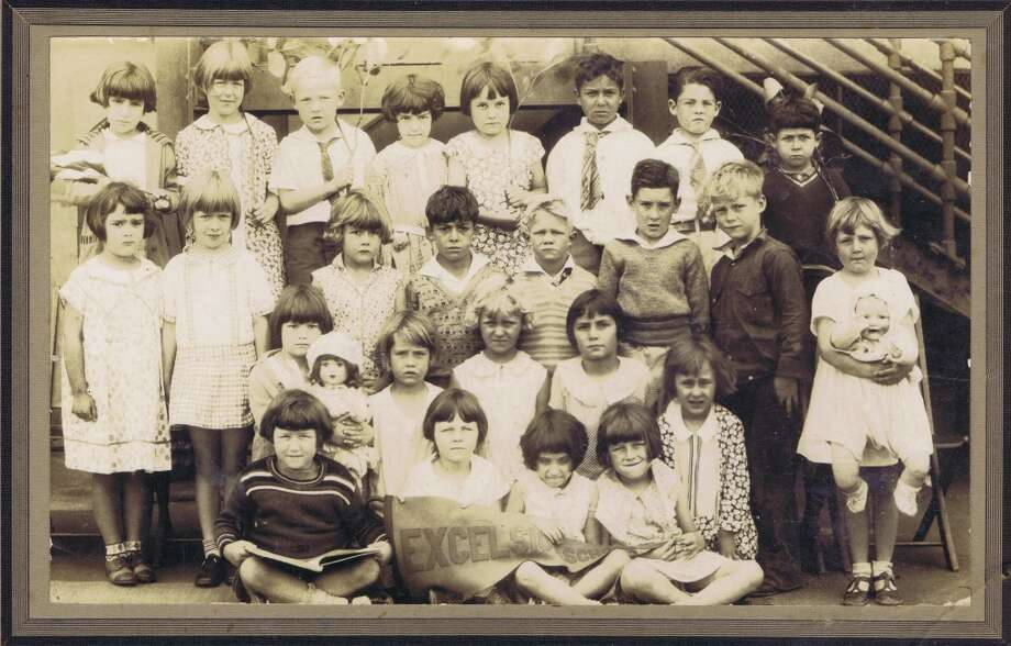 Frances Thompson studios class photo from 1930. From the collection of Bob Bragman
