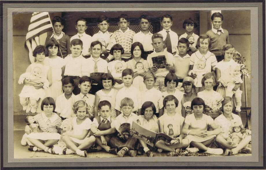 Frances Thompson studios class photo from 1932. From the collection of Bob Bragman