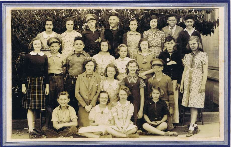 Frances Thompson studios class photo from 1938. From the collection of Bob Bragman