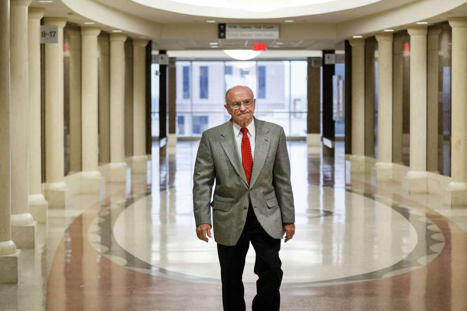 Dave Wilson walks through the Harris County Civil Courthouse on his way to the 151st state District Court for Friday's hearing. Photo: Michael Paulsen, Staff / © 2014 Houston Chronicle