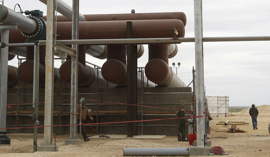 South Texas' Eagle Ford Shale in 2013 attracted $8.8 billion in upstream oil and gas deals. Not only was the figure the largest in the United States, it included the largest singular deal of the year, according to a PLS report. Photo: San Antonio Express-News File Photo / ©2013 San Antonio Express-News
