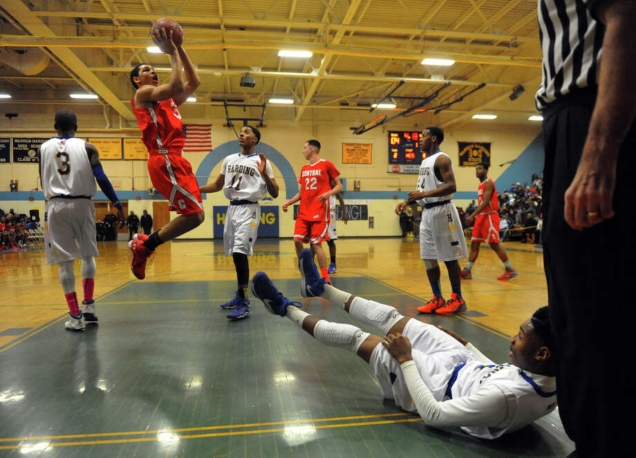 Boys basketball action between Harding and Central in Bridgeport, Conn. on Friday January 10, 2014. Photo: Christian Abraham / Connecticut Post