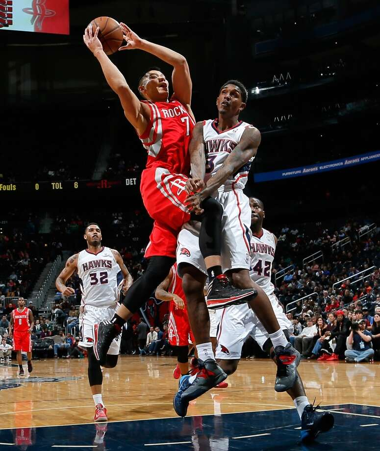 Louis Williams #3 of the Hawks fouls Jeremy Lin. Photo: Kevin C. Cox, Getty Images