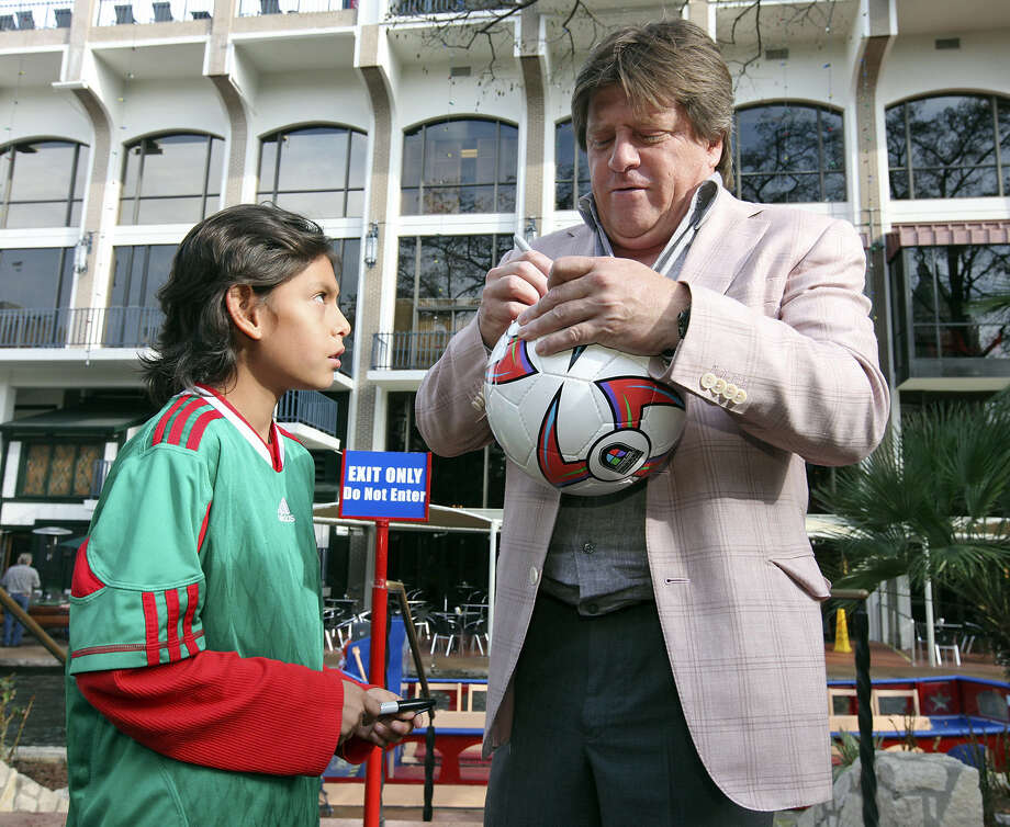 Franky Castro, 9, (left) gets an autograph from Mexican National Soccer Team Head Coach Miguel Herrera Friday Jan. 10, 2014 after a photo-op on the River Walk. Photo: Edward A. Ornelas, San Antonio Express-News / © 2014 San Antonio Express-News