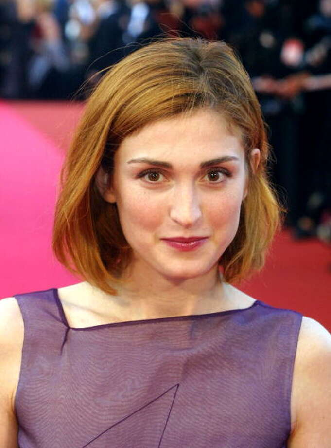 "CANNES, FRANCE:  French actress Julie Gayet poses upon her arrival at the Palais des Festivals for the screening of ""La Chambre des Officiers"". ""La Chambre des Officiers"" is presented tonight in competition for the 54th Cannes Film Festival. (Photo credit should read GERARD JULIEN/AFP/Getty Images) Photo: GERARD JULIEN, AFP/Getty Images / AFP"