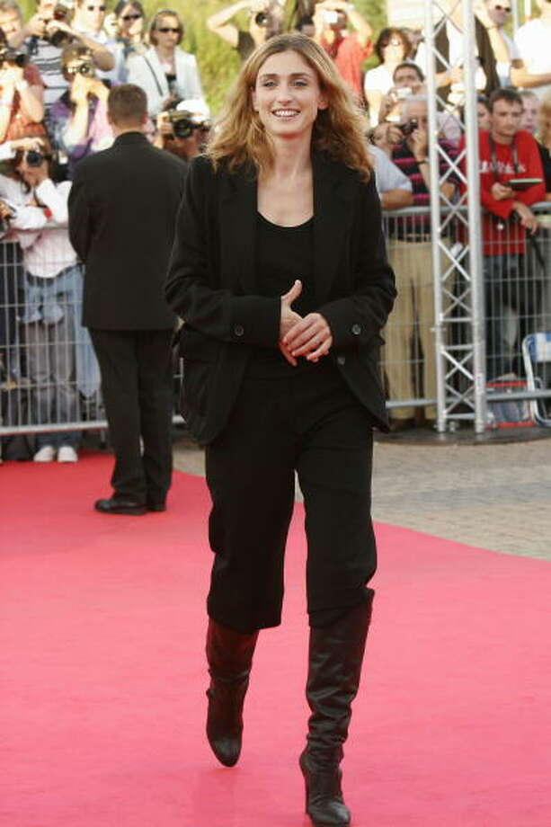 DEAUVILLE, FRANCE - SEPTEMBER 10:  French actress Julie Gayet arrives at the premiere for Goal at the 31st Deauville Festival Of American Film on September 10, 2005 in Deauville, France.  (Photo by Francois Durand/Getty Images) Photo: Francois Durand, Getty Images / 2005 Getty Images