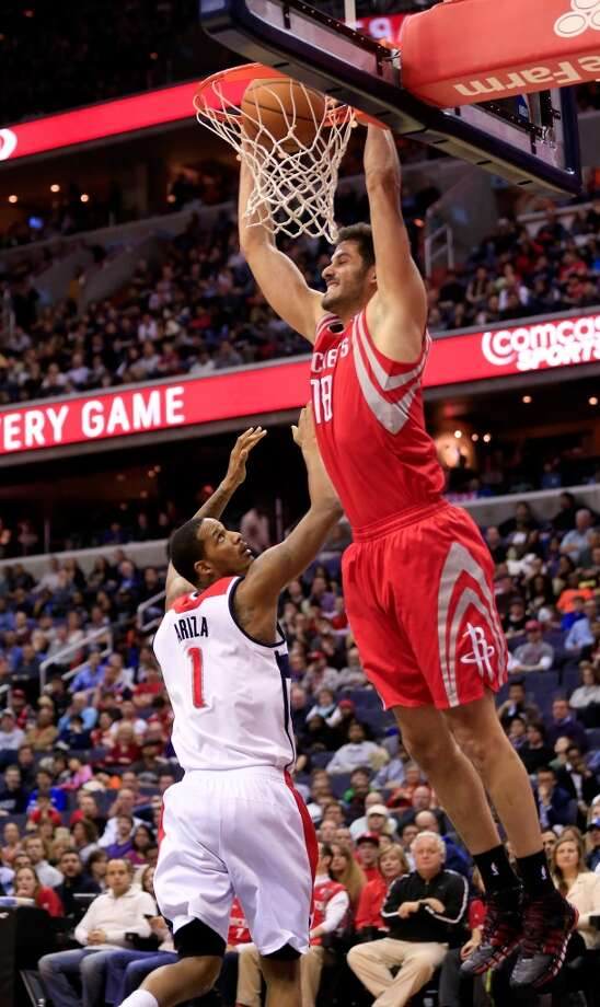 Omri Casspi #18 dunks over Trevor Ariza. Photo: Rob Carr, Getty Images