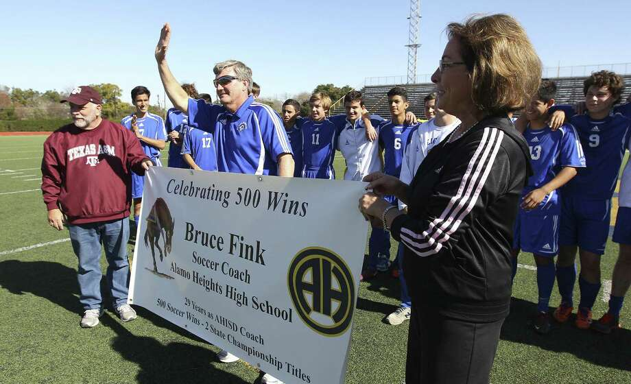 Alamo Heights coach Bruce Fink acknowledges the crowd after winning his 500th career game with a victory over Corpus Christi Flour Bluff on Saturday at the Alamo Heights Invitational. Photo: Kin Man Hui / San Antonio Express-News / ©2013 San Antonio Express-News