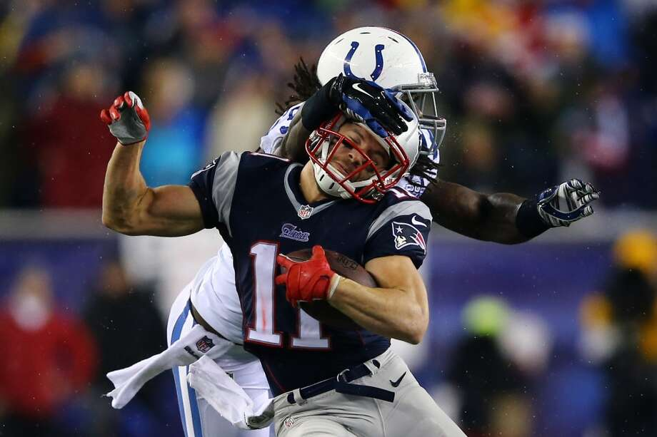 Julian Edelman #11 of the Patriots runs the ball against Erik Walden #93 of the Colts. Photo: Al Bello, Getty Images