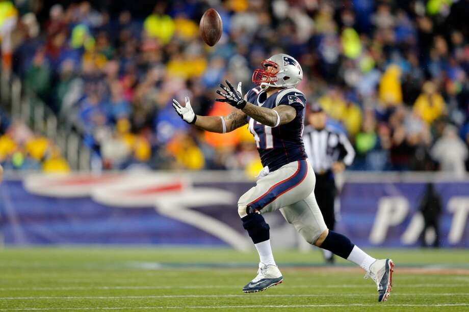 Michael Hoomanawanui #47 of the Patriots catches a pass. Photo: Jim Rogash, Getty Images