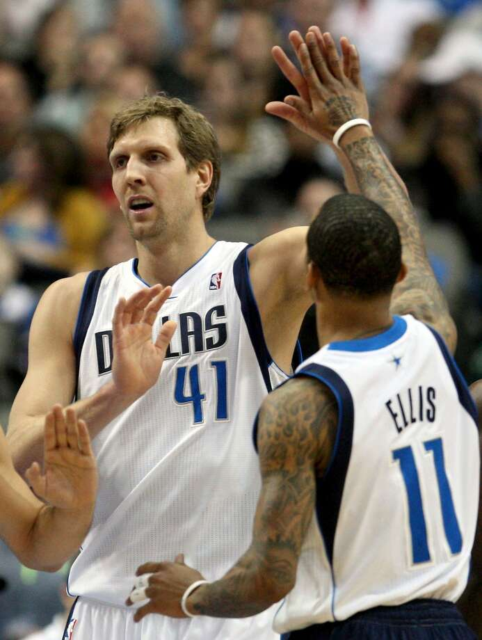 Dirk Nowitzki (41), who had 20 points in the third quarter, high-fives Monta Ellis in the first half. Photo: Ron Jenkins, McClatchy-Tribune News Service