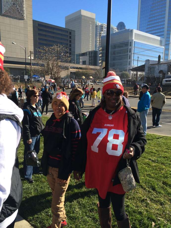 NIners fans cue up before the big game....