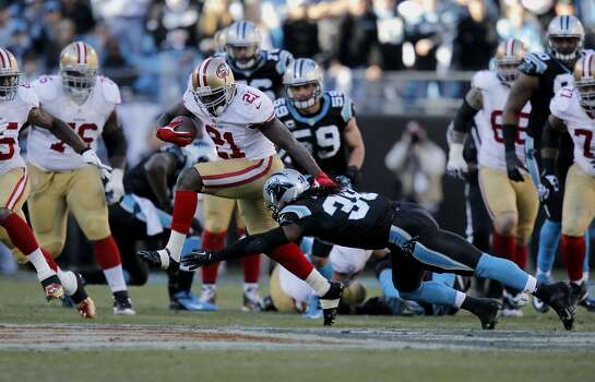 49ers' Frank Gore, (21) picks up a first down in the fourth quarter as the San Francisco 49ers went on to beat the Carolina Panthers 23-10 in the NFC divisional playoffs in Charlotte, North Carolina on Sunday Jan. 12, 2014, at Bank of America stadium. Photo: Michael Macor, The Chronicle