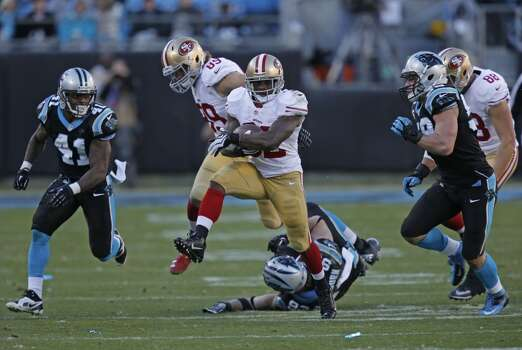 49ers' Kendall Hunter, (32) runs for a fourth quarter first down, as the San Francisco 49ers went on to beat the Carolina Panthers 23-10 in the NFC divisional playoffs in Charlotte, North Carolina on Sunday Jan. 12, 2014, at Bank of America stadium. Photo: Michael Macor, The Chronicle