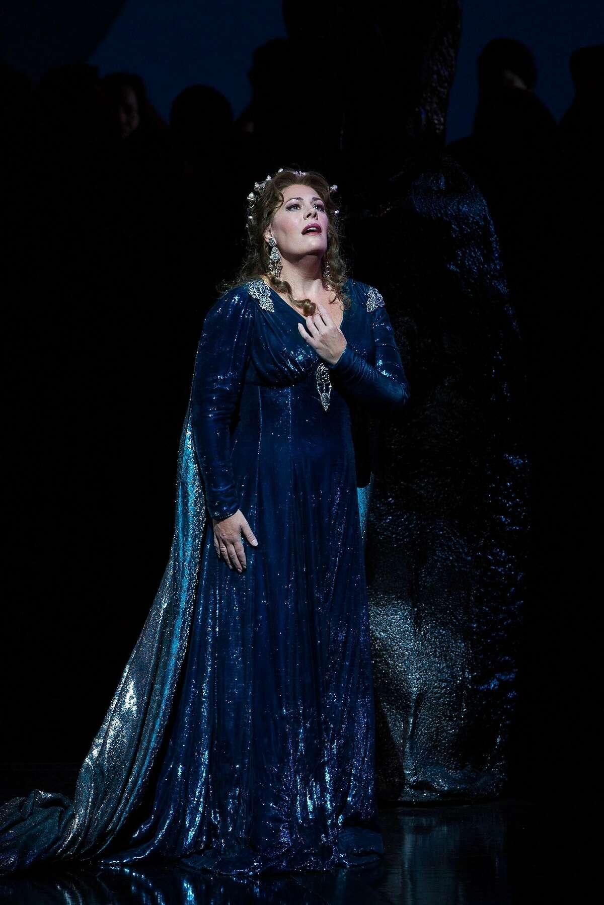 """Sandra Radvanovsky in Bellini's """"Norma"""" at the Metropolitan Opera Norma"""