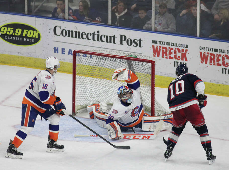 Bridgeport Sound Tiger goalie Parker MiIner makes a save against the Hartford Wolf Pack on Sunday, Jan.12, 2014. The sound tigers beat the Wolf Pack 6-3. Photo: BK Angeletti, B.K. Angeletti / Connecticut Post freelance B.K. Angeletti