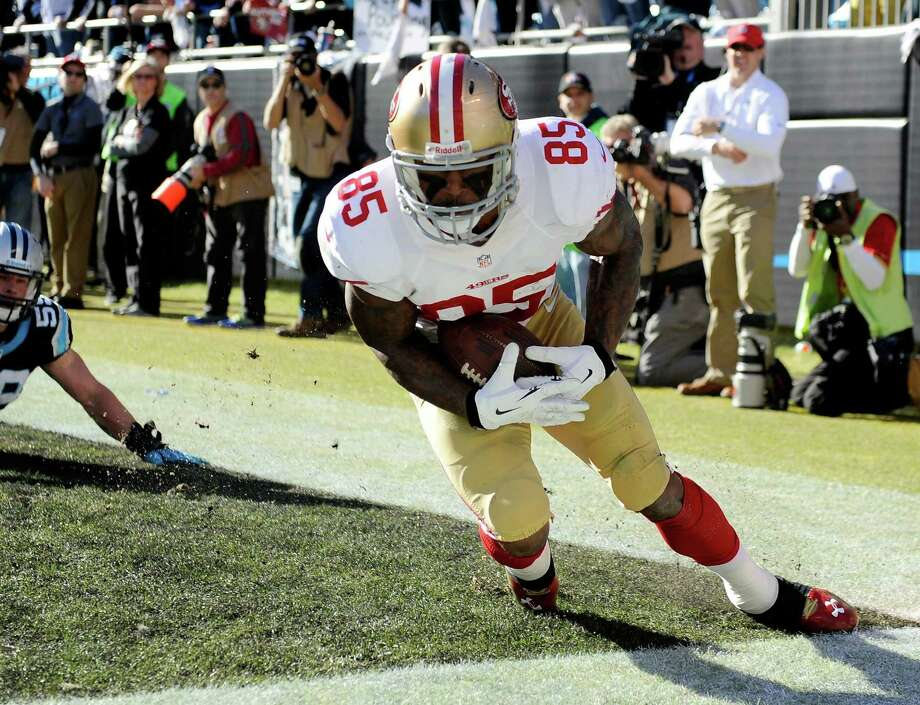 San Francisco tight end Vernon Davis barely stays inbounds for a touchdown catch during the second quarter against Carolina. Photo: Grant Halverson / Getty Images / 2014 Getty Images
