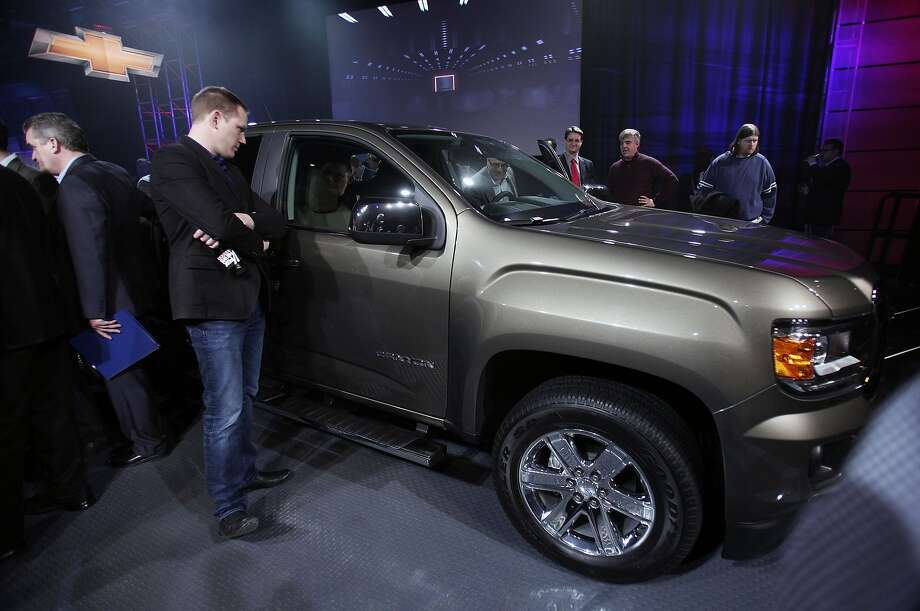 Journalists examine the all-new 2015 GMC Canyon midsize truck after it made its world debut. Photo: Bill Pugliano, Getty Images