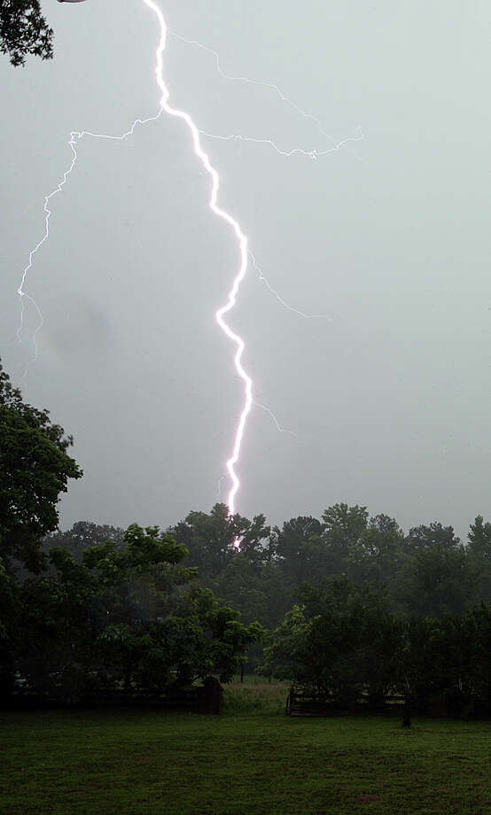 A lightning bolt strikes in a pasture in South Tyler, Texas, as thunderstorms pass over East Texas on Sunday morning, June 3, 2007. Photo: DR. SCOTT M. LIEBERMAN, AP / DR SCOTT M. LIEBERMAN