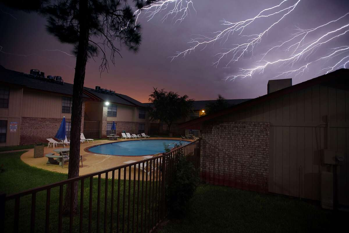 PHOTOS: Dramatic lightning strike across Texas Lightning strikes that caused deaths were at an all time low in 2013 with fewer deaths reported across the country, according to the National Weather Service. Texas saw two deaths, with one in San Antonio, that were attributed to the beautiful but sometimes deadly electrical storms.A lightning storm rolls across the sky Monday June 17, 2013 in Odessa, Texas.
