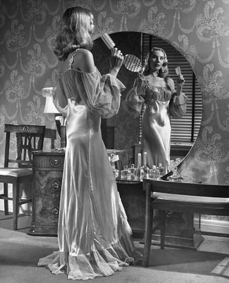Woman in vanity mirror, circa 1950s. Photo: George Marks, Getty Images / Hulton Archive