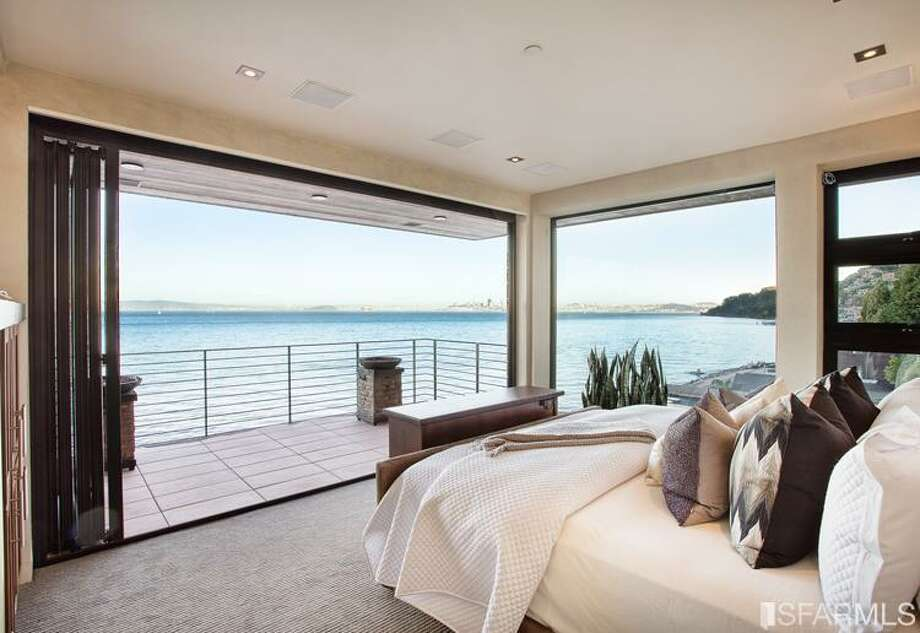 Bedroom on the Bay. Photos via Arrian Binnings, Pacific Union International/MLS